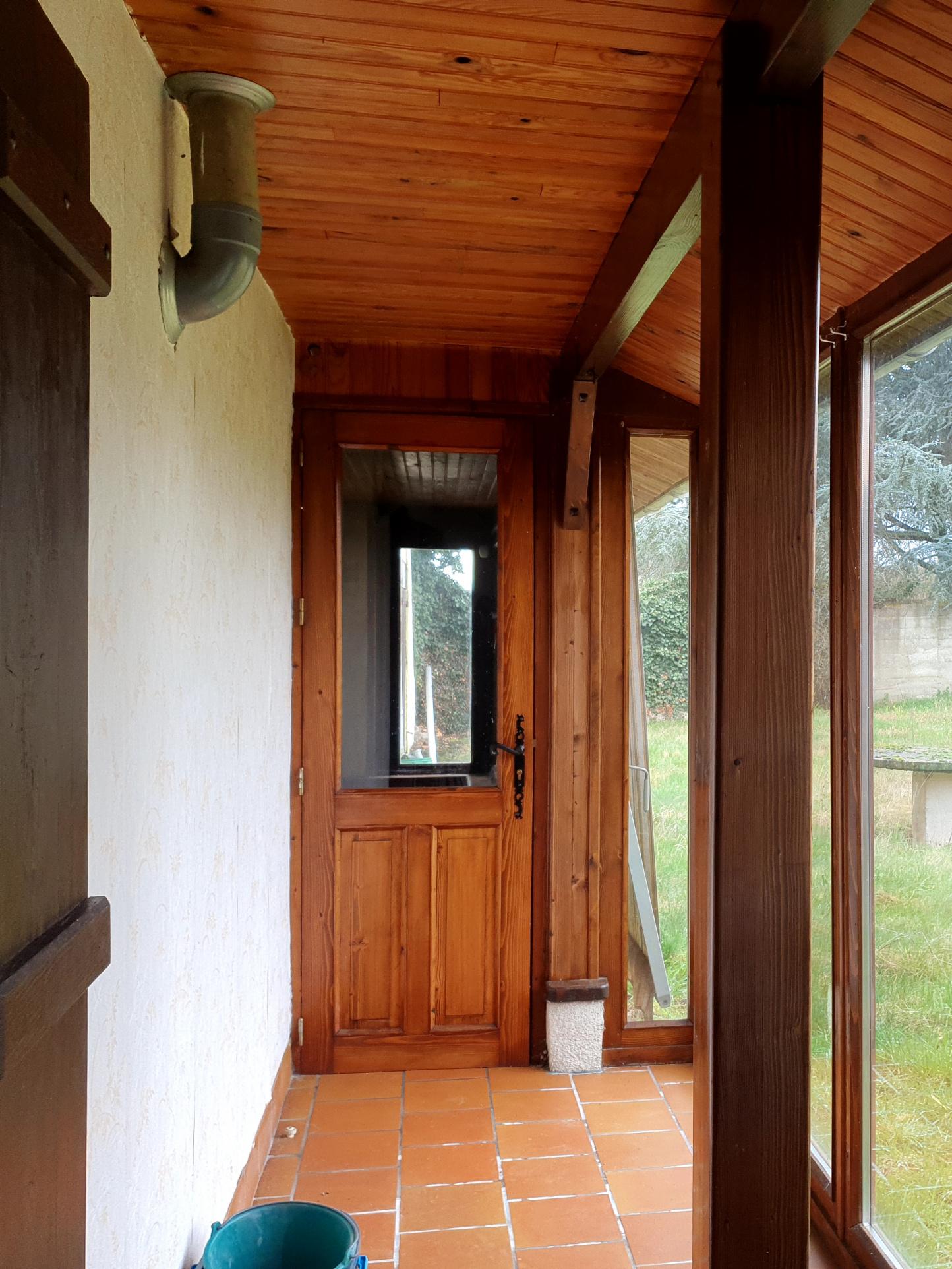 La veranda avec acces au jardin Cette veranda fait le long de la maison et un plus doubles vitrages